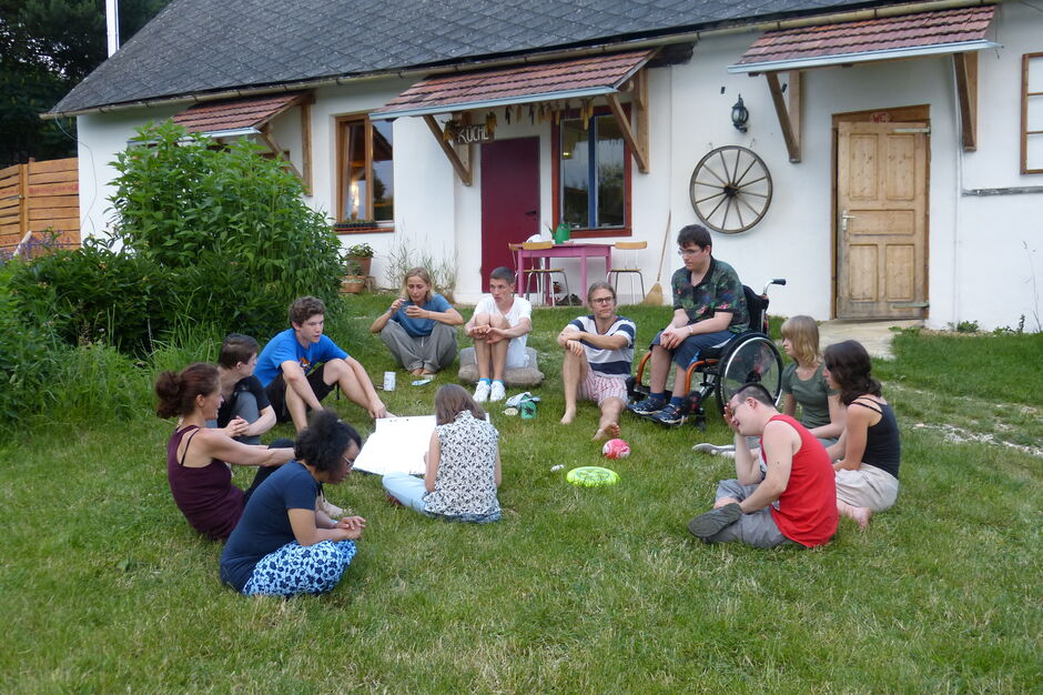 TeilnehmerInnen des Projekts P.I.L.O.T. auf Klausur im Grünen (Bild: P.I.L.O.T)