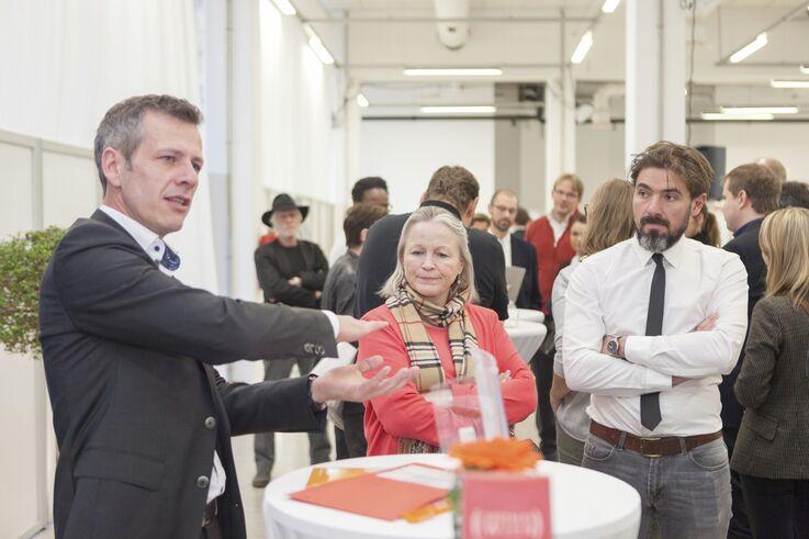 FSW-Führungskräfte und MitarbeiterInnen im Dialog (Bild: FSW)