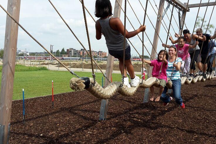 Kinder auf einem Klettergerüst im Park (Bild: FSW)