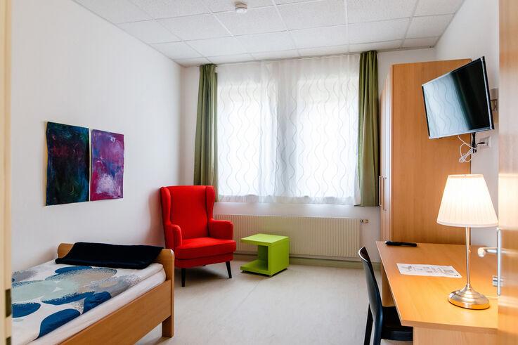 Freundliches Einzelzimmer im Hyblerpark (Bild: Kollektiv Fischka/fischka.com)